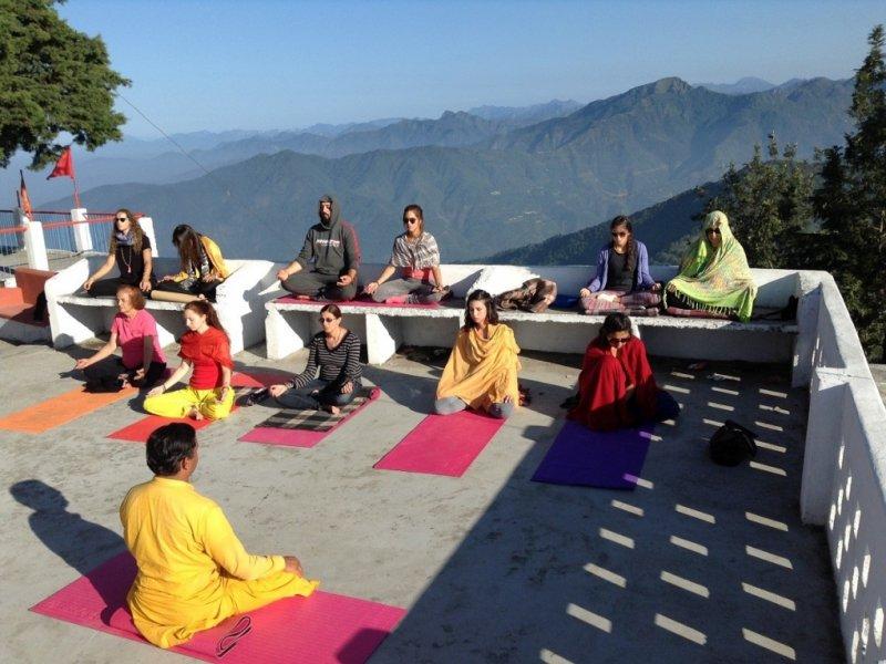Yoga em Templo Kunjapuri