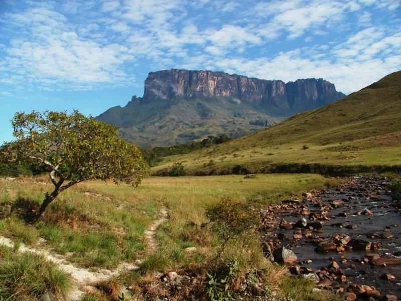 Monte Roraima visto do Rio Tek
