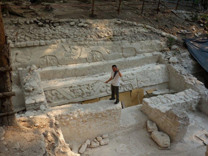 Trabalhos arqueológicos em El Mirador
