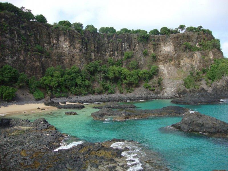 Belas praias, piscinas e rochas.