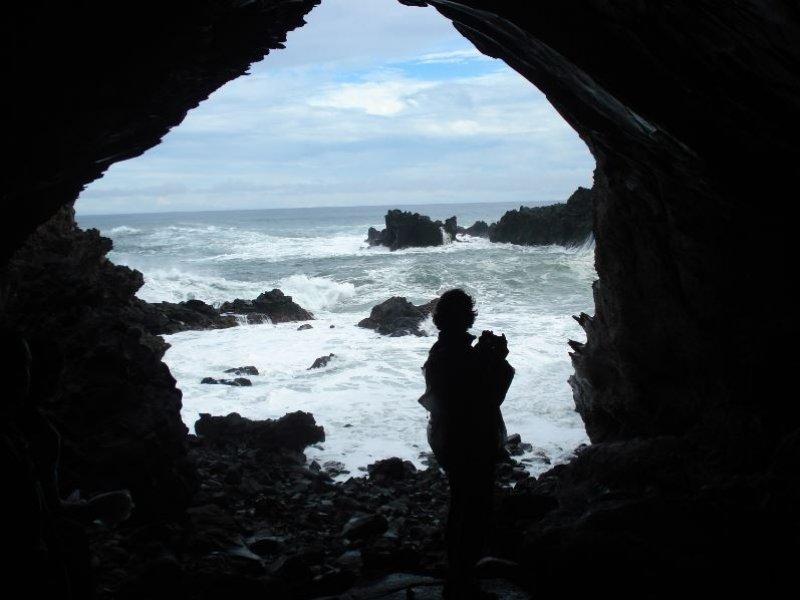 Caverna Ana Kai Tangata - Ilha Pascoa